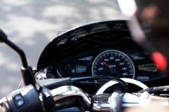 乘坐他的motorcyrcle的人 免版税库存照片