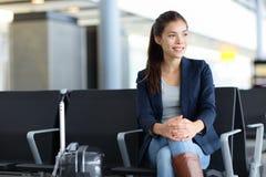 乘客亚裔妇女在机场-航空旅行 免版税图库摄影