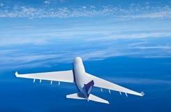 乘客在云彩上的飞机飞行, 3D翻译 免版税库存图片