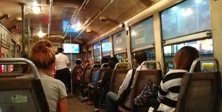 乘客在公共汽车上,曼谷泰国 库存照片