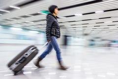 乘客在北京机场,行动迷离 免版税库存图片