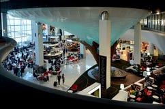 乘客在奥克兰国际机场 免版税图库摄影
