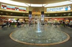 乘客在本古理安机场,以色列 免版税库存照片