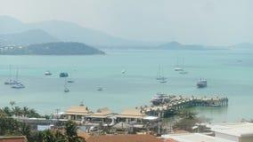 乘客巡航从海港的划线员航行远航的 船和游艇在口岸 影视素材