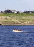 乘客的运输橡皮救生艇的 库存图片