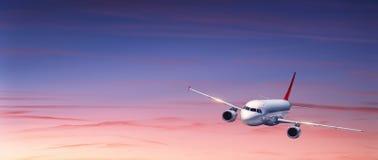 乘客飞机在五颜六色的天空飞行在日落 库存图片