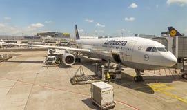 乘客飞机正面图 免版税库存照片