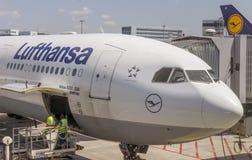 乘客飞机正面图 免版税库存图片