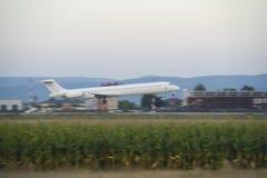 乘客飞机着陆 免版税库存图片