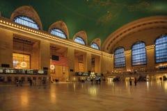 乘客移动通过盛大中央驻地,纽约 免版税库存图片