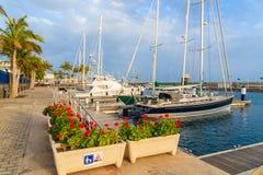乘快艇在加勒比样式Puerto Calero口岸的小船 库存照片