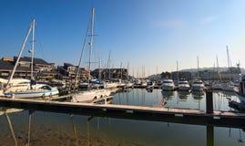 乘快艇在多维尔,卡尔瓦多斯港部门在诺曼底地区在法国 免版税库存照片