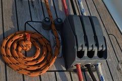 乘快艇的` s索具 线和stoper 库存图片