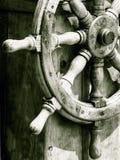 乘快艇 船木方向盘 风船细节 免版税图库摄影