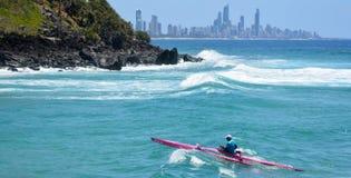 乘独木舟在冲浪者天堂-昆士兰澳大利亚 免版税库存图片