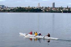 乘独木舟-休闲和体育 免版税库存图片