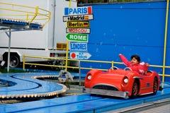 乘驾和吸引力-疯狂的沿海航船孩子 库存图片
