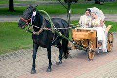 乘驾和新郎支架的 免版税库存图片