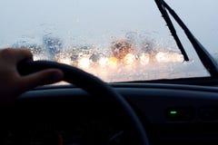 乘驾在雨中 免版税库存图片