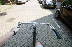 乘驾自行车 库存图片