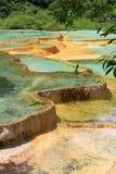 九寨沟多彩多姿的水池在中国 免版税库存图片
