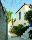 从九头蛇希腊地中海山坡海边海岛镇的场面  图库摄影