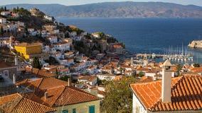 九头蛇海岛、游艇小游艇船坞和爱琴海顶视图  图库摄影