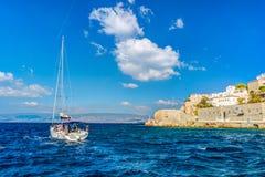 九头蛇海岛在一个夏日在希腊 库存图片