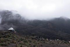 乞力马扎罗在雾的视图阵营 库存照片