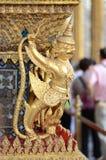 也作为鸟佛教数射击supar符号寺庙泰国三对visnhu的chongsheng连接了国家(地区) e g garuda神金黄印度教图象印度尼西亚已知的神话国家最近的塔s 免版税库存图片