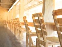 也是购买权能椅子教会空好原来地说明需要组织人行坐对闲置非常志愿木等待的婚礼您的照片位置 免版税库存照片