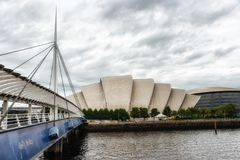 也犰狳作为背景响铃跨接中心克莱德会议陈列格拉斯哥已知在河苏格兰人secc 库存照片