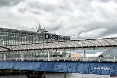 也犰狳作为背景响铃跨接中心克莱德会议陈列格拉斯哥已知在河苏格兰人secc 图库摄影