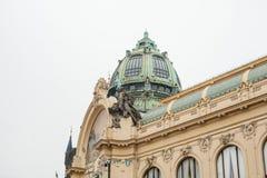 也称酒家的外部或一个市政房子是其中一种共和国正方形的吸引力  库存照片
