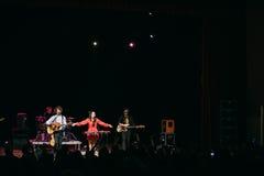 也称Naviba的白俄罗斯语制片者流行音乐二重奏NAVI的音乐会 库存图片