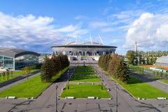 也称Zenit竞技场的圣彼得堡体育场空中照片 图库摄影