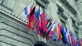 维也纳、奥地利- 12月、24个不同国家和OSCE组织安全合作在欧洲挥动 免版税库存照片