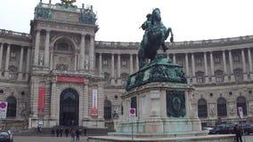 维也纳、奥地利- 12月、24个奥地利国立图书馆和雕象在Heldenplatz 普遍的旅游目的地 免版税库存照片