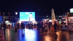 维也纳、奥地利- 12月、24个Prater公园咖啡馆和街道食物摊在晚上 普遍的旅游目的地 库存照片