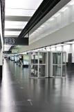 维也纳有吸烟者客舱的机场大厅 免版税图库摄影