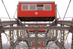 维也纳的Prater轮子和红色客舱 库存照片