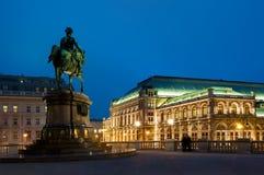 维也纳,奥地利骑马雕象和歌剧院  库存照片