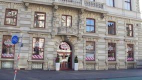 维也纳,奥地利- 2016个链餐馆TGI星期五` 12月, 24, s 免版税库存照片