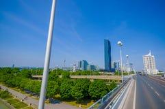 维也纳,奥地利- 2015年8月11日, :技术门高层建筑物如被看见从距离在一个美好的晴天 免版税库存图片