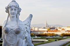 维也纳,奥地利/2015年10月24日:一名妇女的狮身人面象雕象在贝尔维德雷宫 免版税库存照片