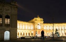 维也纳,奥地利- 2015年11月13日:一对年轻夫妇 库存照片