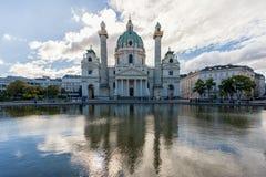 维也纳,奥地利- 2016年10月05日:圣查尔斯` s教会 Karlskirche Karlsplatz 奥地利维也纳 免版税库存图片