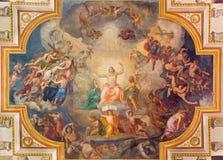维也纳,奥地利- 2016年12月19日:在教会Kirche St Laurenz的最后评断天花板壁画 免版税库存图片