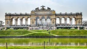 维也纳,奥地利- 2013年4月21日:在Gloriette结构在美泉宫,维也纳,奥地利的看法 库存图片