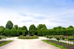 维也纳,奥地利- 2016年5月15日:在schonbrunn庭院的绿色迷宫 库存照片